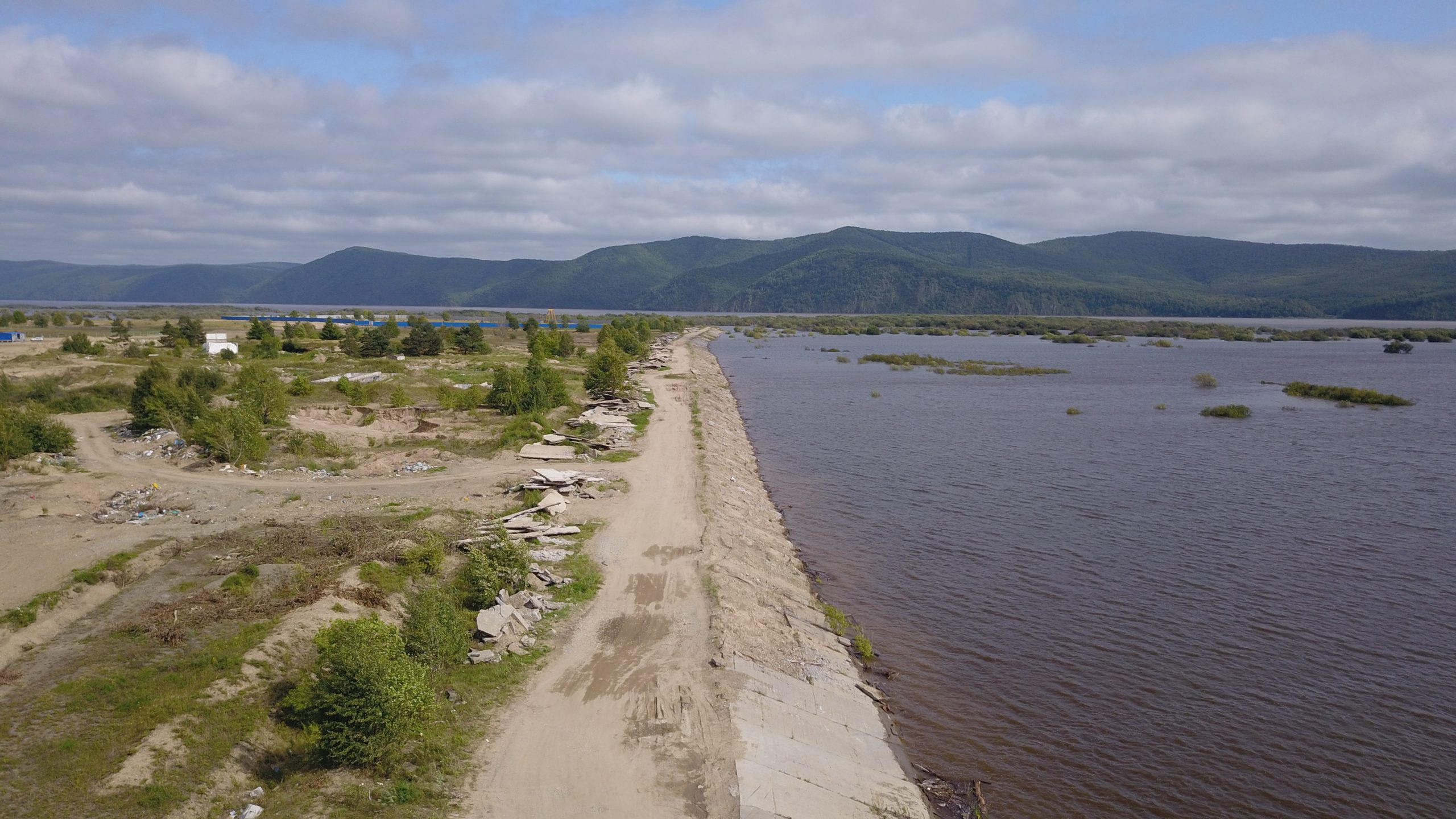 Energokomplekt ООО (Ltd.) will provide the complete delivery of equipment and materials for the construction of the dyke in Komsomolsk-on-Amur